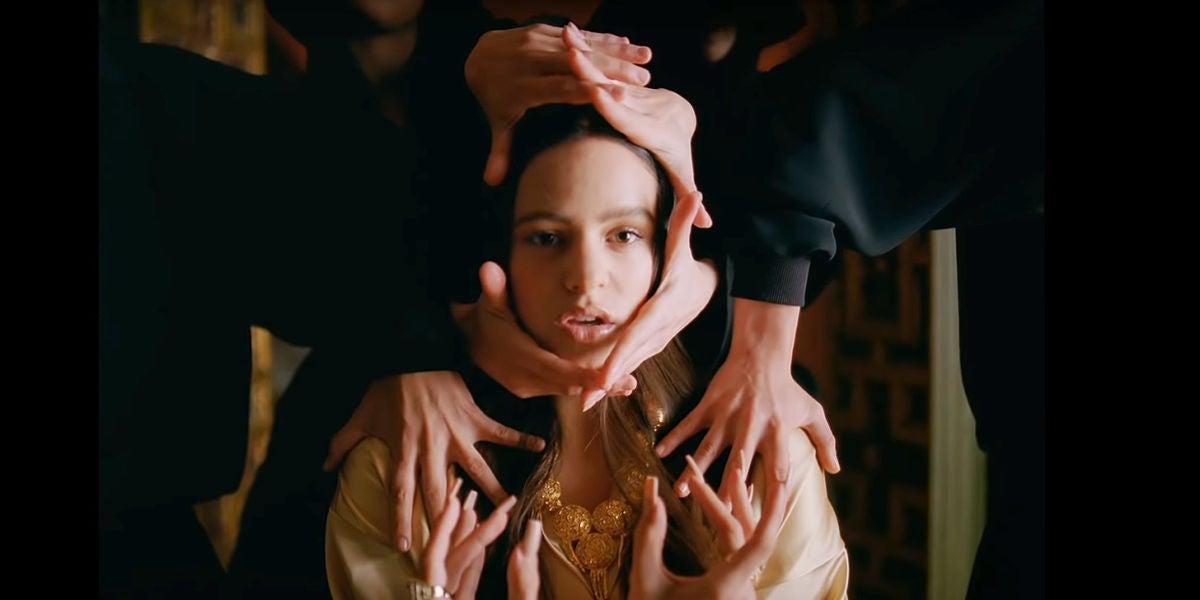 Rosalía en el videoclip de 'Pienso En Tu Mirá'