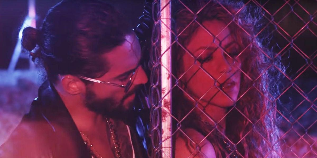 Shakira y Maluma en el videoclip de 'Clandestino'