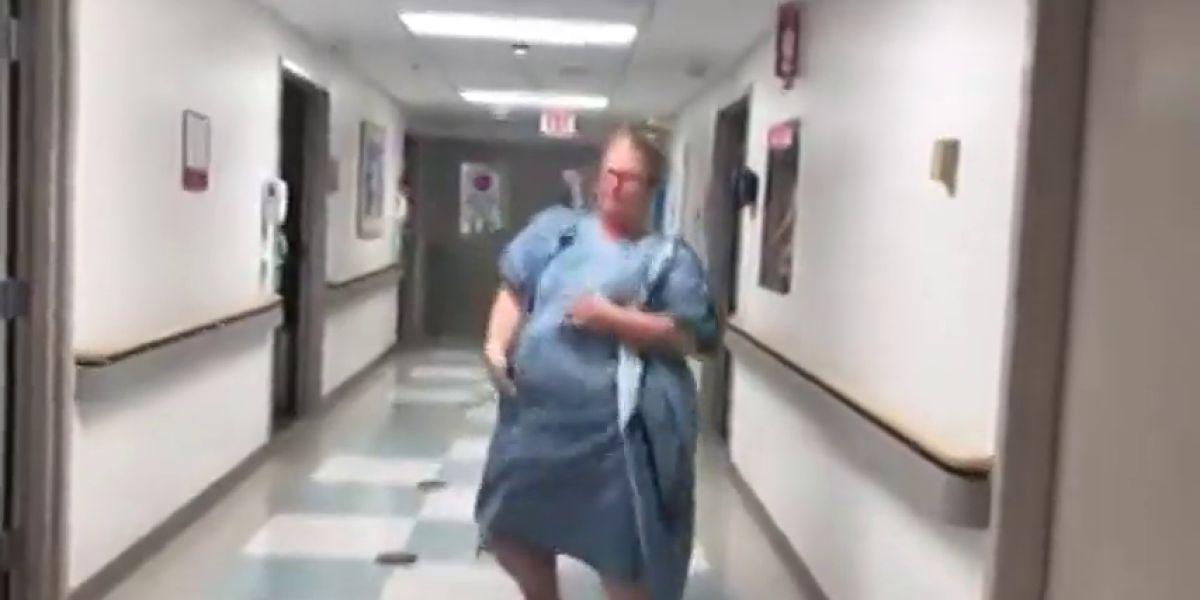 El divertido baile de una embarazada en unn hospital antes de dar a luz