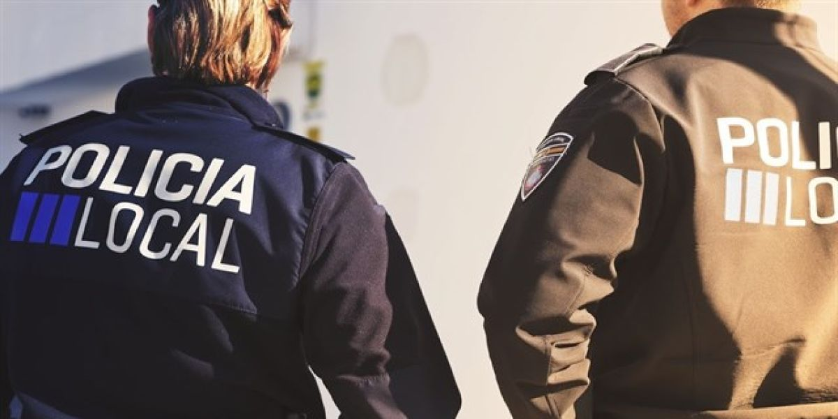 En la imagen la policía local de Ibiza