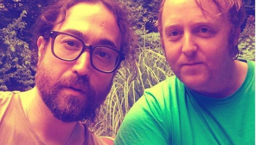 Imagen de Sean Ono Lennon y James McCartney