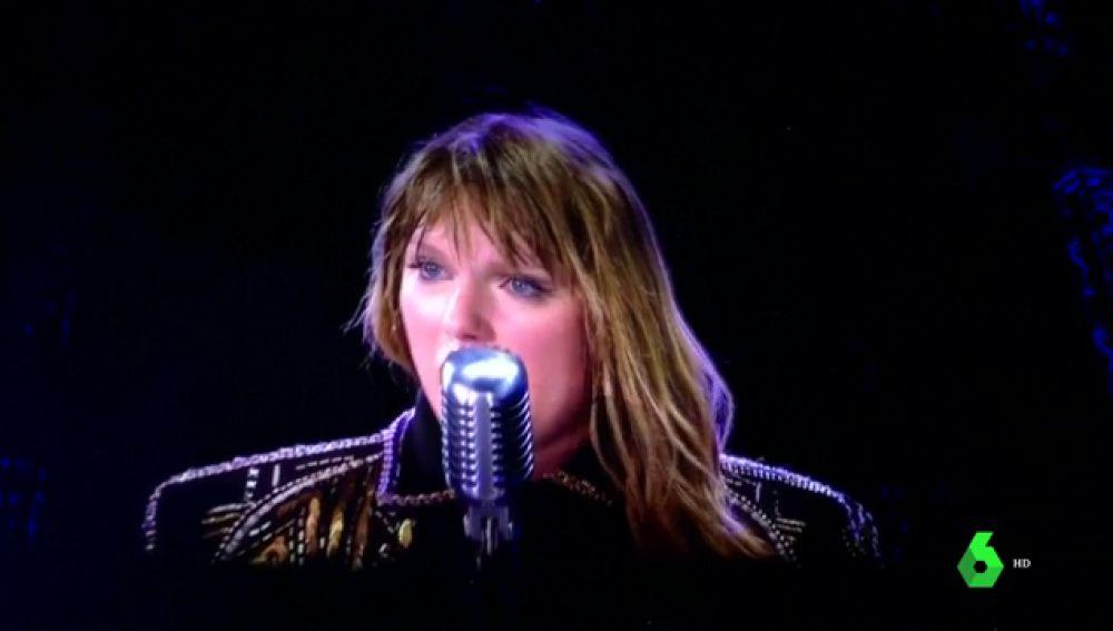 Taylor Swift se emociona en un concierto