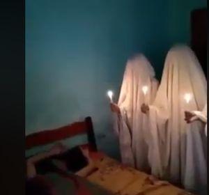 Unos chicos gastan una terrorífica broma a su amigo mientras duerme