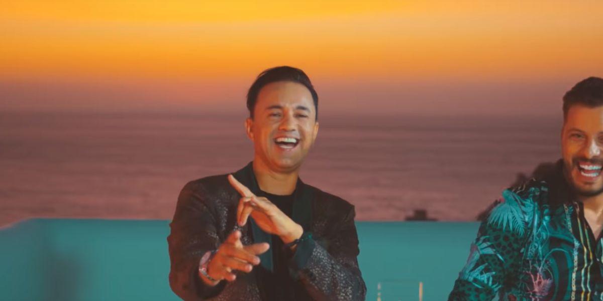 RedOne y Hatim Ammor en la versión en árabe de 'Nos fuimos lejos' de Descemer Bueno y Enrique Iglesias