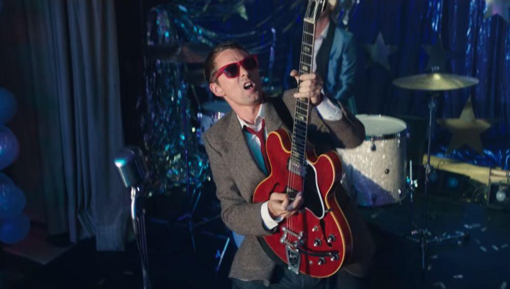 Muse en el videoclip de 'Pressure'