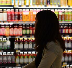 Lineal de bebidas en un supermercado