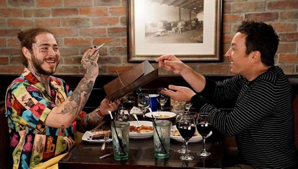 Post Malone y Jimmy Fallon cenan juntos