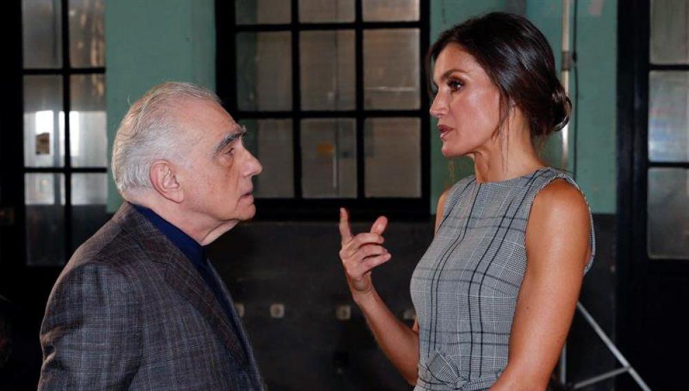 La reina Letizia conversa con el director estadounidense Martin Scorsese