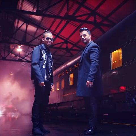 Ozuna y Luis Fonsi en el videoclip de 'Imposible'