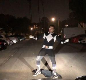 Miguel Ángel Silvestre baila disfrazado de Power Ranger