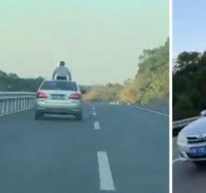 Un joven saca el cuerpo por el techo del coche y choca con una barra de límite de altura