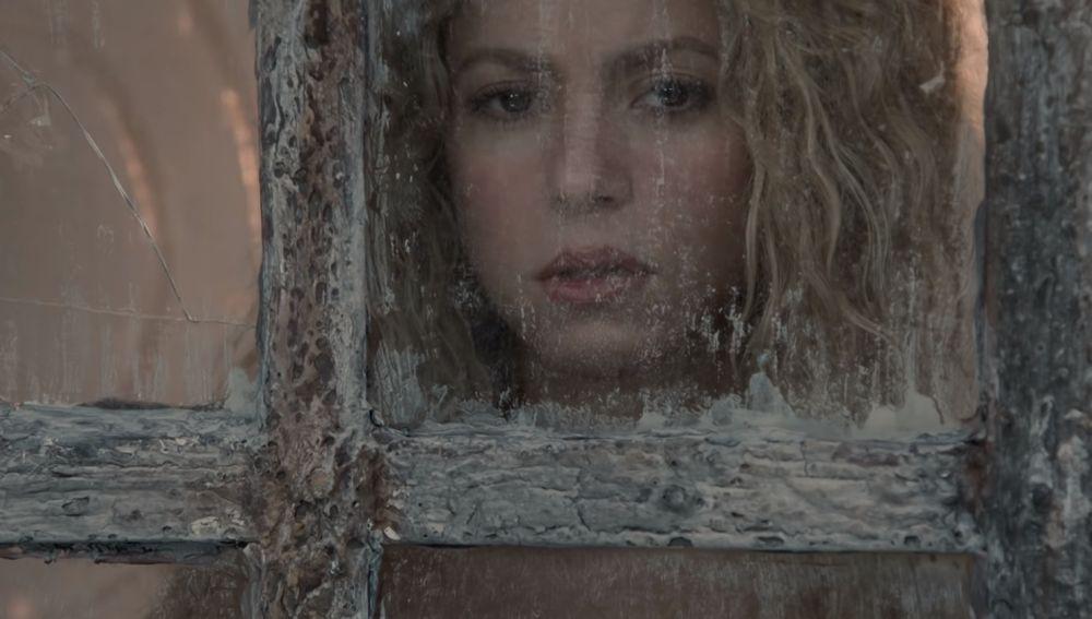 Shakira en el videoclip 'Nada'