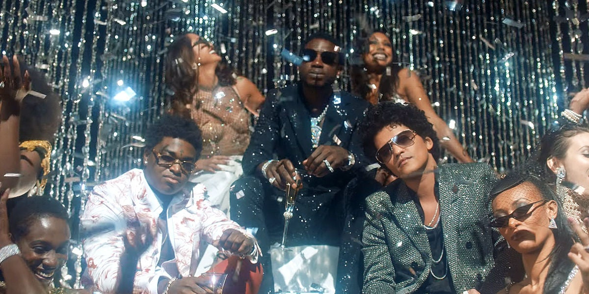 Bruno Mars, Gucci Mane y Kodak Black en el vídeo de 'Wake Up In The Sky'