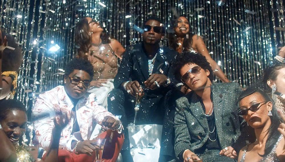 Bruno Mars, Gucci Mane y Kodak Black en el vídeo de 'Wake Up In The Sky'