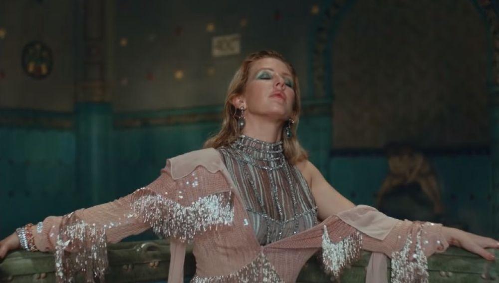 Ellie Goulding en el vídeo de 'Close To Me'