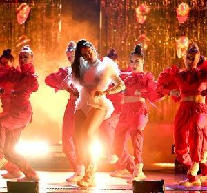 Rosalía durante su actuación en los Latin Grammy 2018