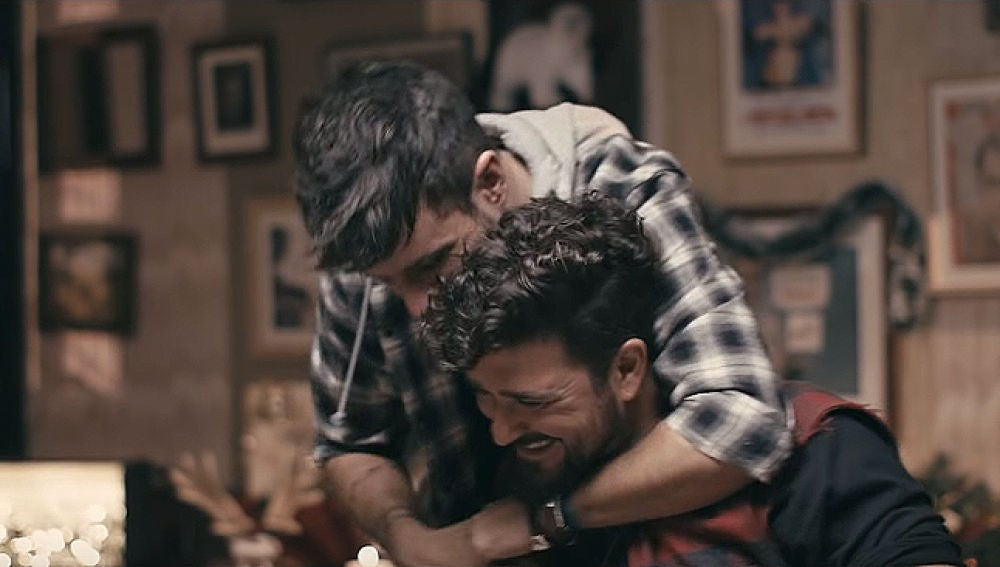 Pablo López y Antonio Orozco en el videoclip de 'Igual que tú'