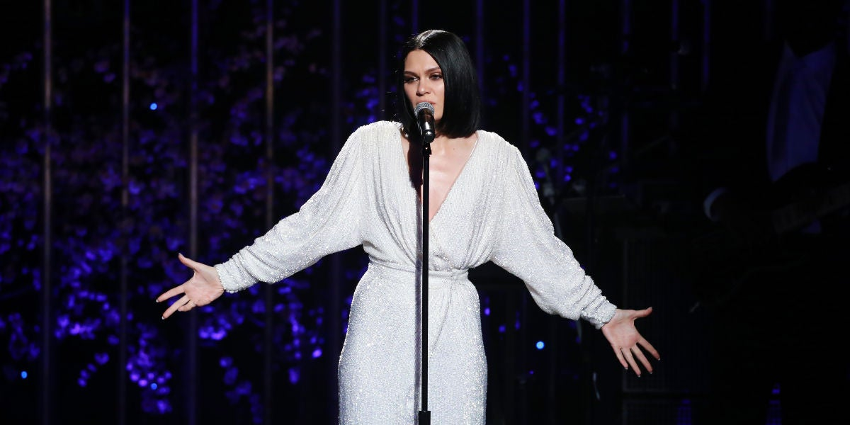 Jessie J durante su actuación en Dear Mama: A Love Letter To Moms 2018