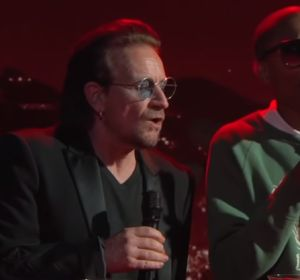 Bono y Pharrel Williams