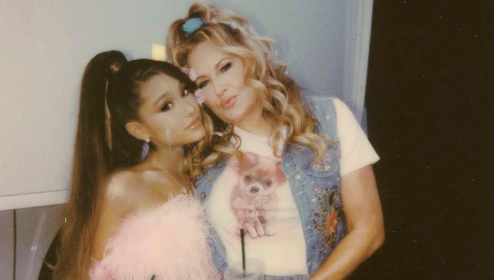 Ariana Grande y Jennifer Coolidge en el videoclip de 'Thank U, Next'