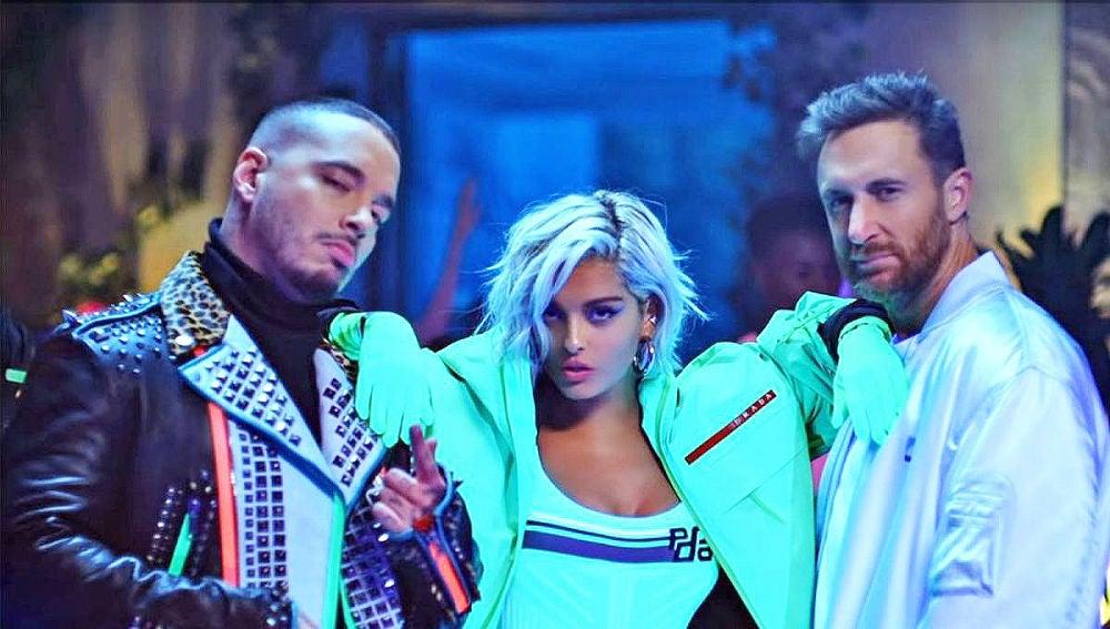 David Guetta, Bebe Rexha y J Balvin brillan en neón en el vídeo de 'Say My Name'