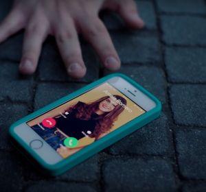 Amaia Romero en el videoclip 'Perdona (Ahora Sí Que Sí)', con Carolina Durante