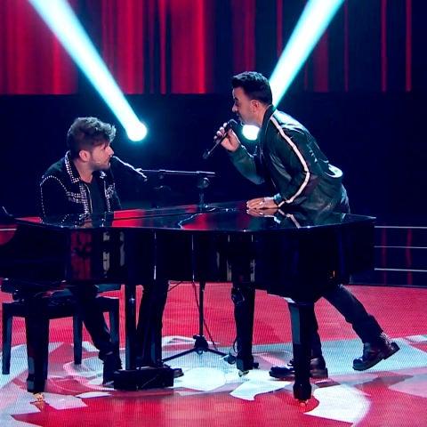 Luis Fonsi canta 'No me doy por vencido' acompañado por Pablo López