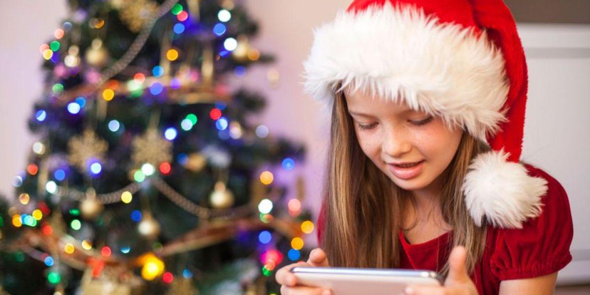 En qué fijarnos a la hora de regalar el primer móvil a nuestros hijos por Navidad