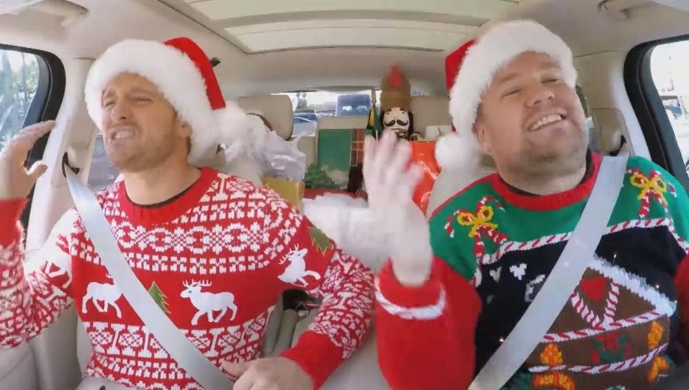 Michael Bublé y James Corden en el navideño Carpool Karaoke