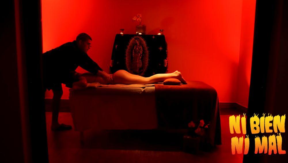 Bad Bunny es masajista en el videoclip de 'Ni Bien Ni Mal'