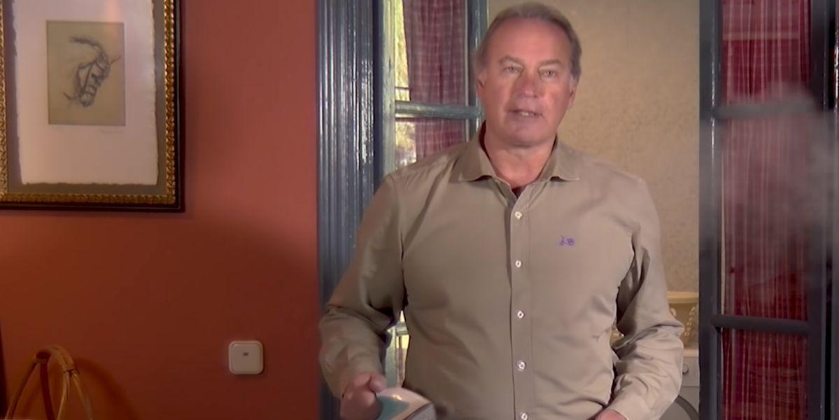Bertín Osborno publica un tutorial sobre el planchado de camisas