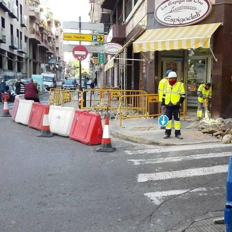 Obras en la calle Alfonso XII de Elche