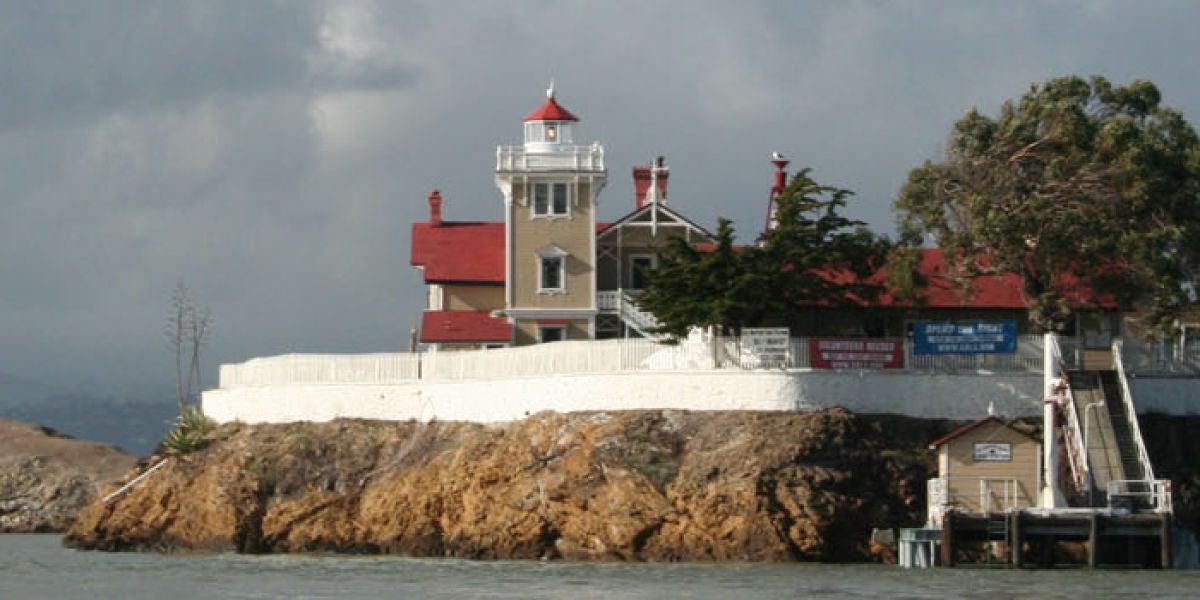 El faro centenario de East Brother Island
