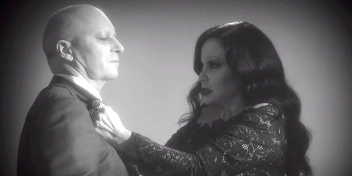 Nacho Canut y Alaska en el videoclip de '¿De qué me culpas?' de Fangoria