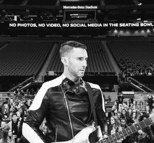 Adam Levine durante uno de los ensayos de la Super Bowl 2019