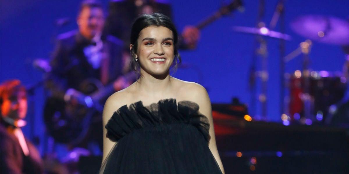 Amaia durante su actuación en los Premios Goya 2019