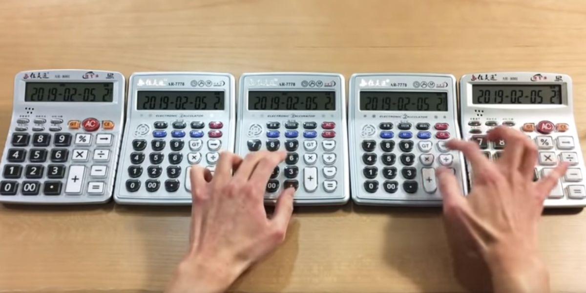 Un chico recrea el opening de 'Neogenesis Evangelion' con 5 calculadoras