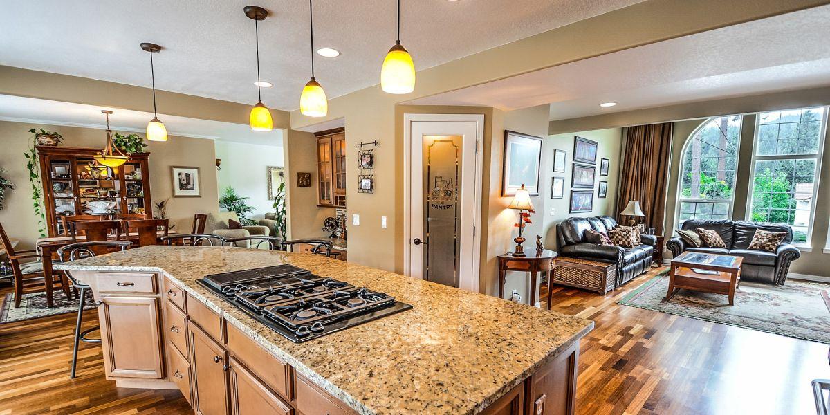 Interior casa con cocina americana