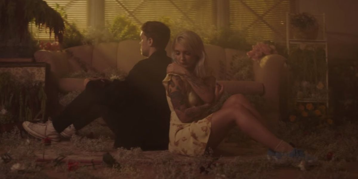 Julia Michaels y Niall Horan estrenan el nostálgico vídeo de 'What A Time'