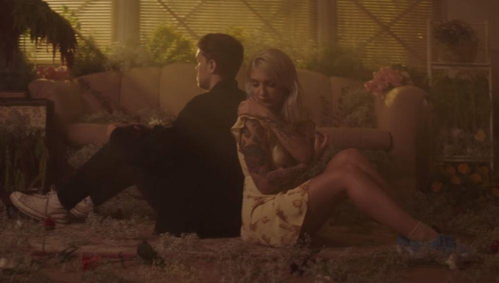 Julia Michaels y Niall Horan estrenan el nostálgico vídeo de 'What A Time'