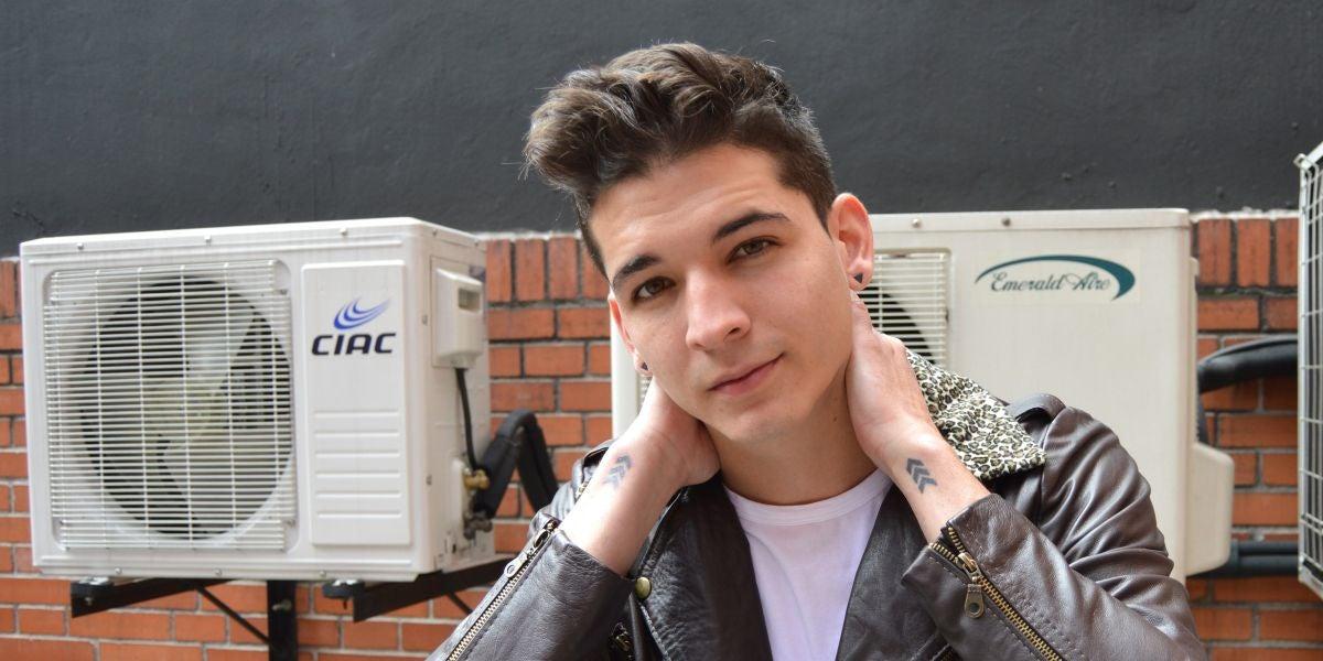 El cantante colombiano Legarda