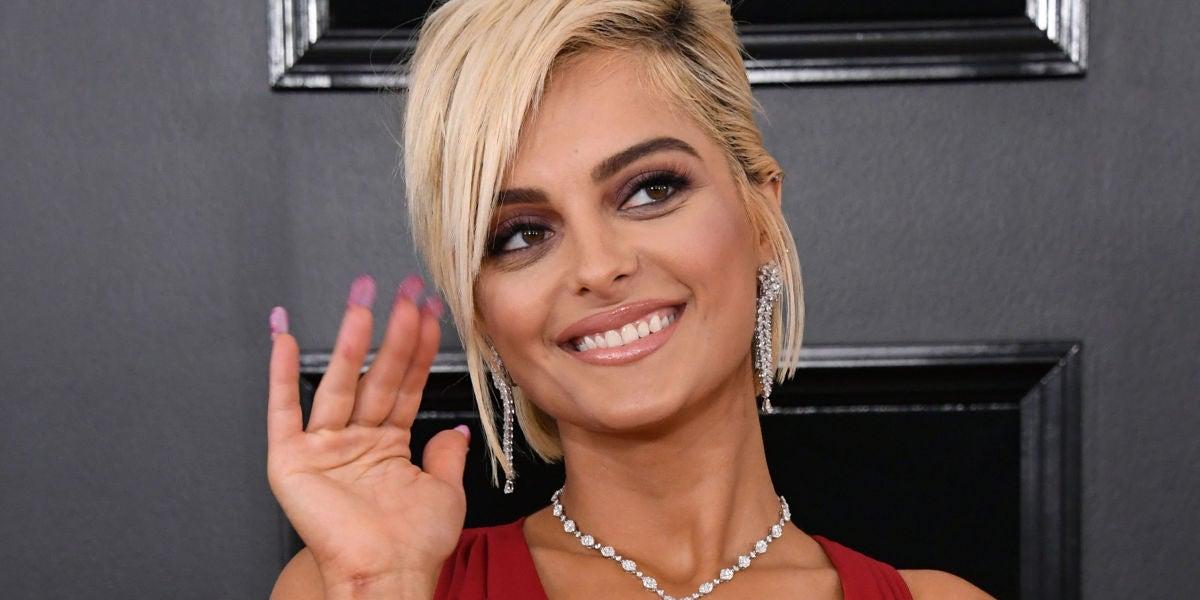Bebe Rexha en la alfombra roja de los Grammy