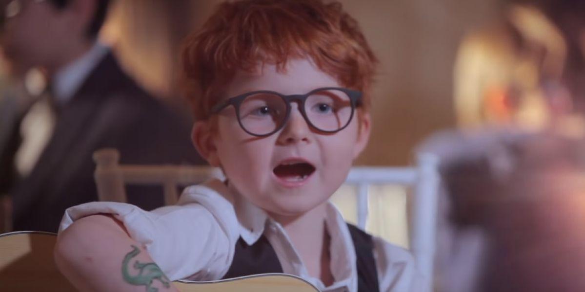 Un mini Ed Sheeran en su nuevo vídeo con Andrea Bocelli