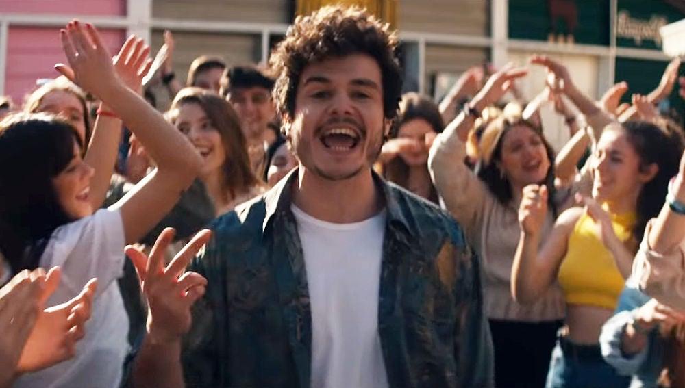 Miki en el videoclip de 'La Venda'
