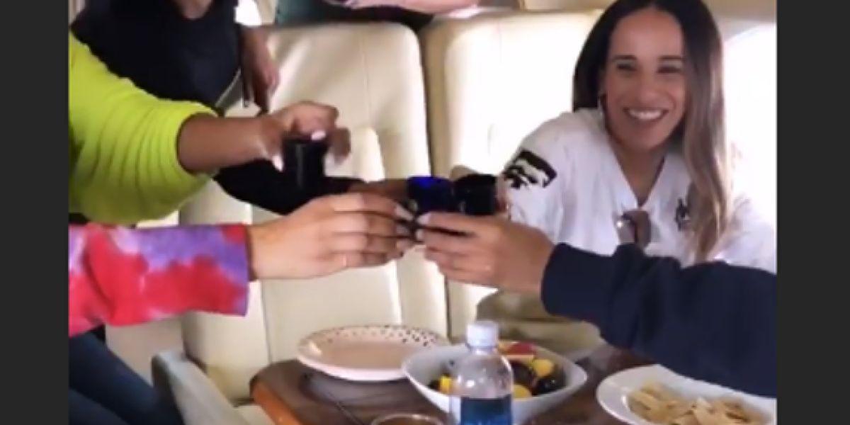 Fiesta en el jet privado de Khloé Kardashian