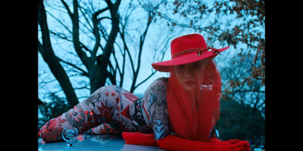 Iggy Azalea en el videoclip 'Sally Walker'