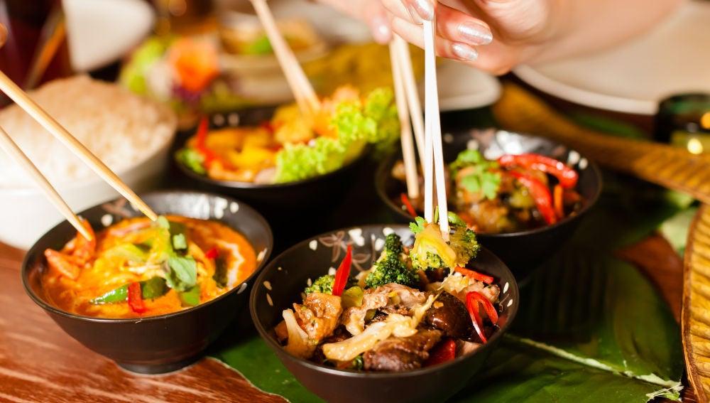 Diferentes platos de comida tailandesa