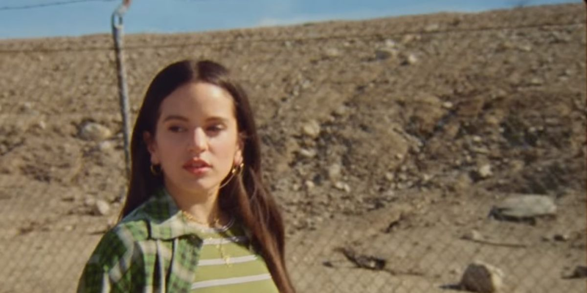 Rosalía en el videoclip de Barefoot in the Park