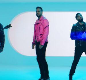 Romeo Santos y el resto de componentes del grupo Aventura en el vídeo de 'Inmortal'