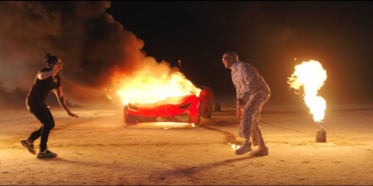 Bad Bunny y El Alfa en el videoclip de 'La Romana'.